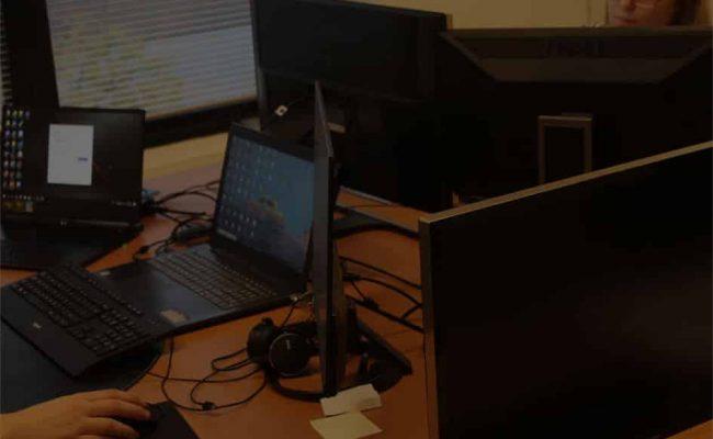 Computers die worden gebruikt door werknemers van galileo academy